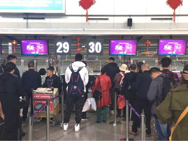 """乌鲁木齐航空""""五一""""小长假运送旅客超2.8万人次"""