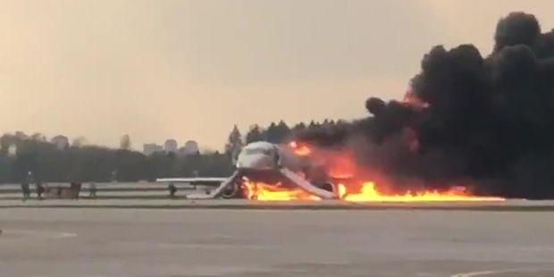 俄航起火客机机长:飞机满载燃油导致迫降困难