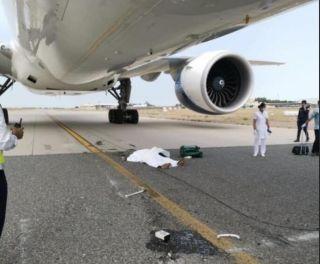 科威特机务在飞机推出过程中 被起落架压过身亡