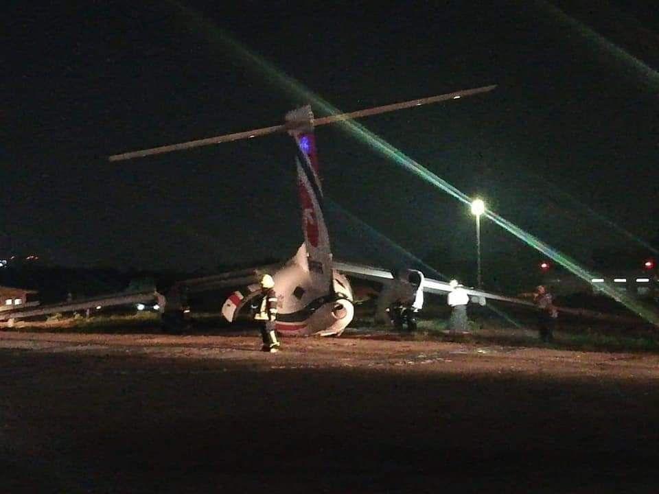 孟加拉国航空公司一架客机着陆时滑出跑道 机身断成三截