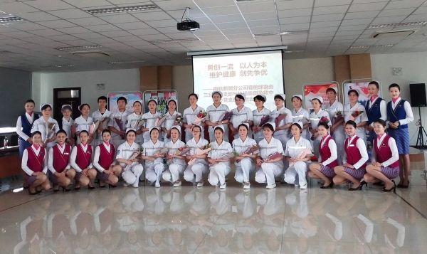 南航新疆乘务与白衣天使共庆国际护士节