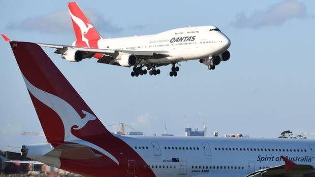 澳航一架客机因引擎故障备降