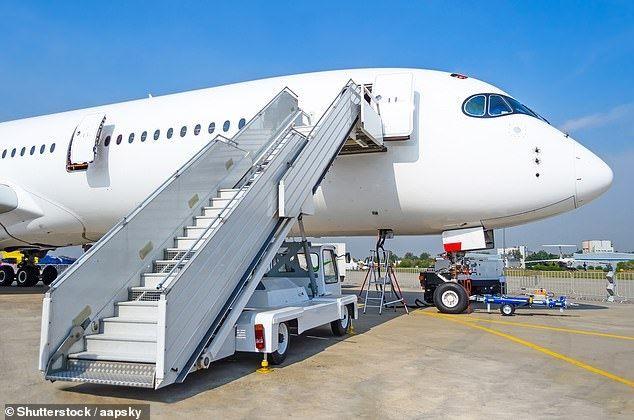 澳航空姐下机不慎滑倒  向东家索赔31万美元