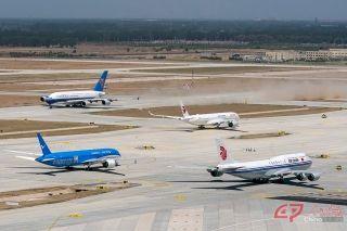 5月13日,南航、东航、国航及厦航等四家航空公司对北京大兴国际机场(以下简称大兴机场)的部分飞行程序进行了验证试飞。本刊记者受华北空管局和国航的邀请前往大兴机场拍摄首次真机试飞工作。来源:人民画报