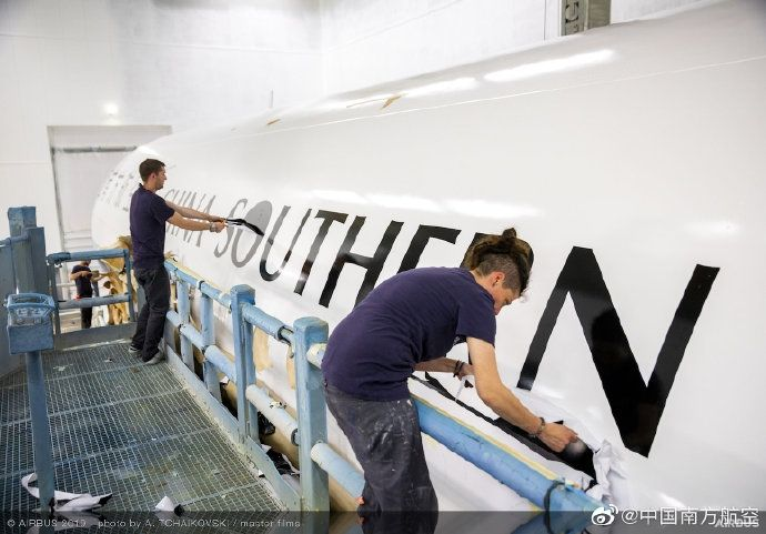 南航A350喷漆细节图。