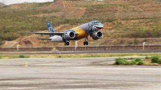 """巴西航空工业""""大鲨鱼""""新机型成功飞抵玉树"""