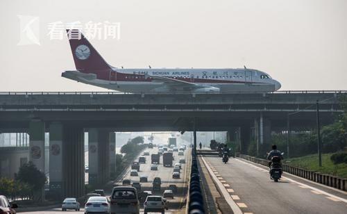 高速路上开飞机