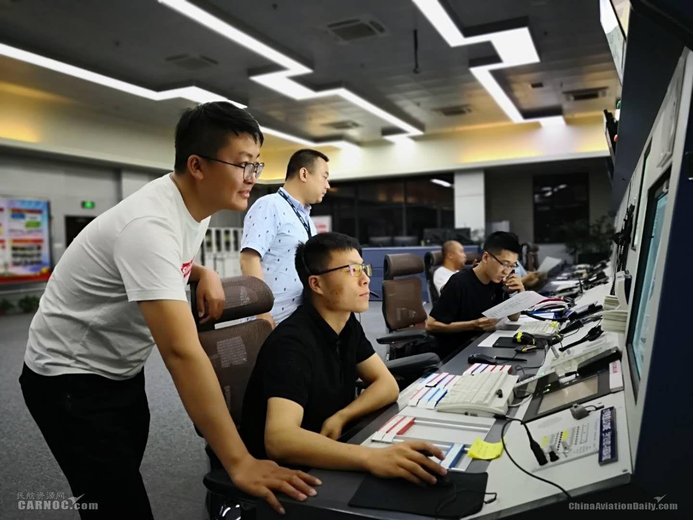 雷暴侵袭银川机场 宁夏空管进近管制室全力保障