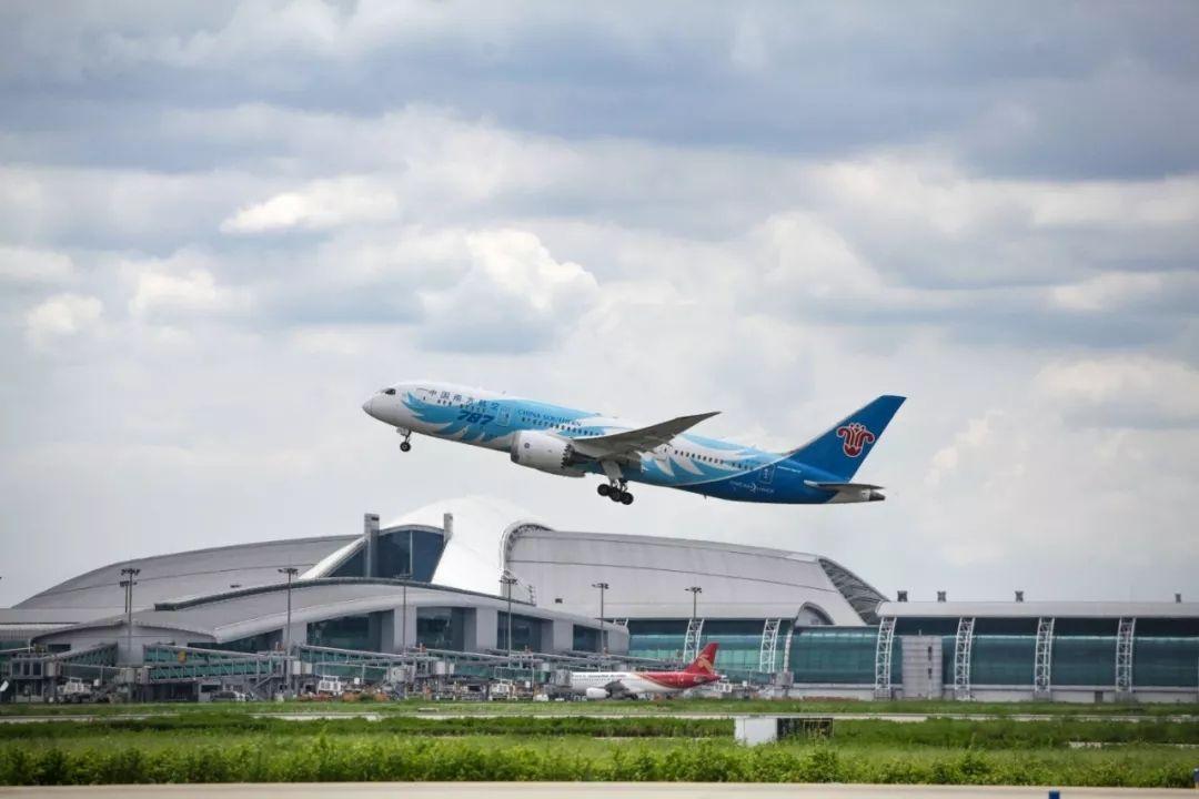 白云机场:转场运营15年 接送旅客近7亿人次