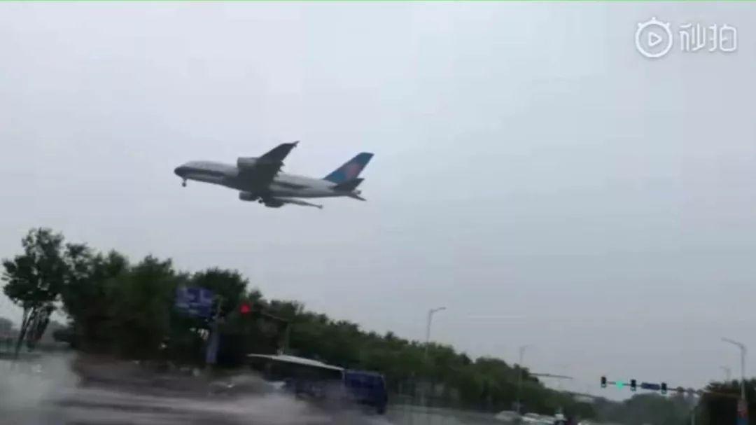 南航A380低空遭遇雹击 机长看不见冰雹是真的吗?