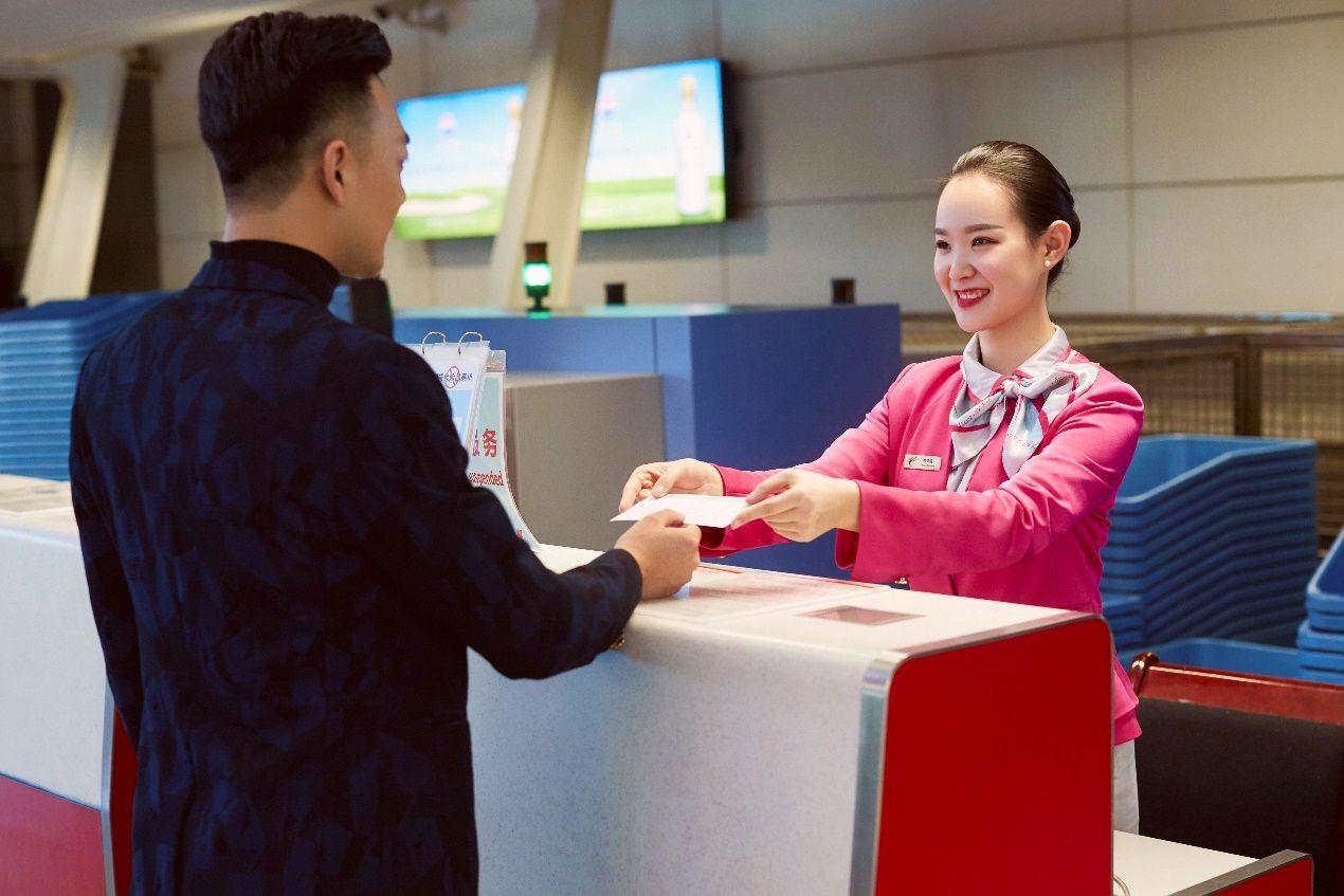 """长龙航空:""""小红帽""""行动服务晚到旅客"""