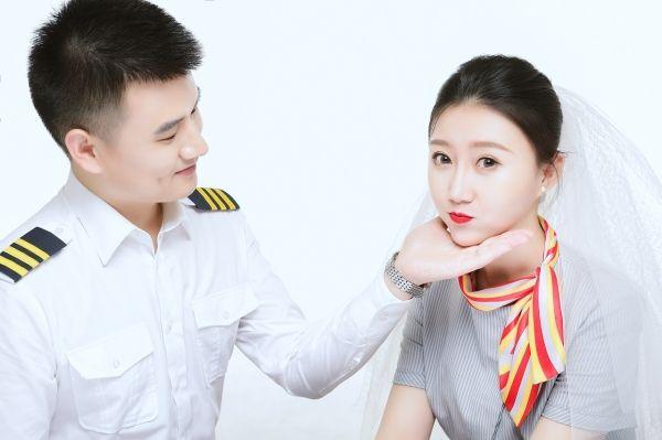"""陪伴是最长情的告白:乌鲁木齐航空""""双飞家庭"""""""