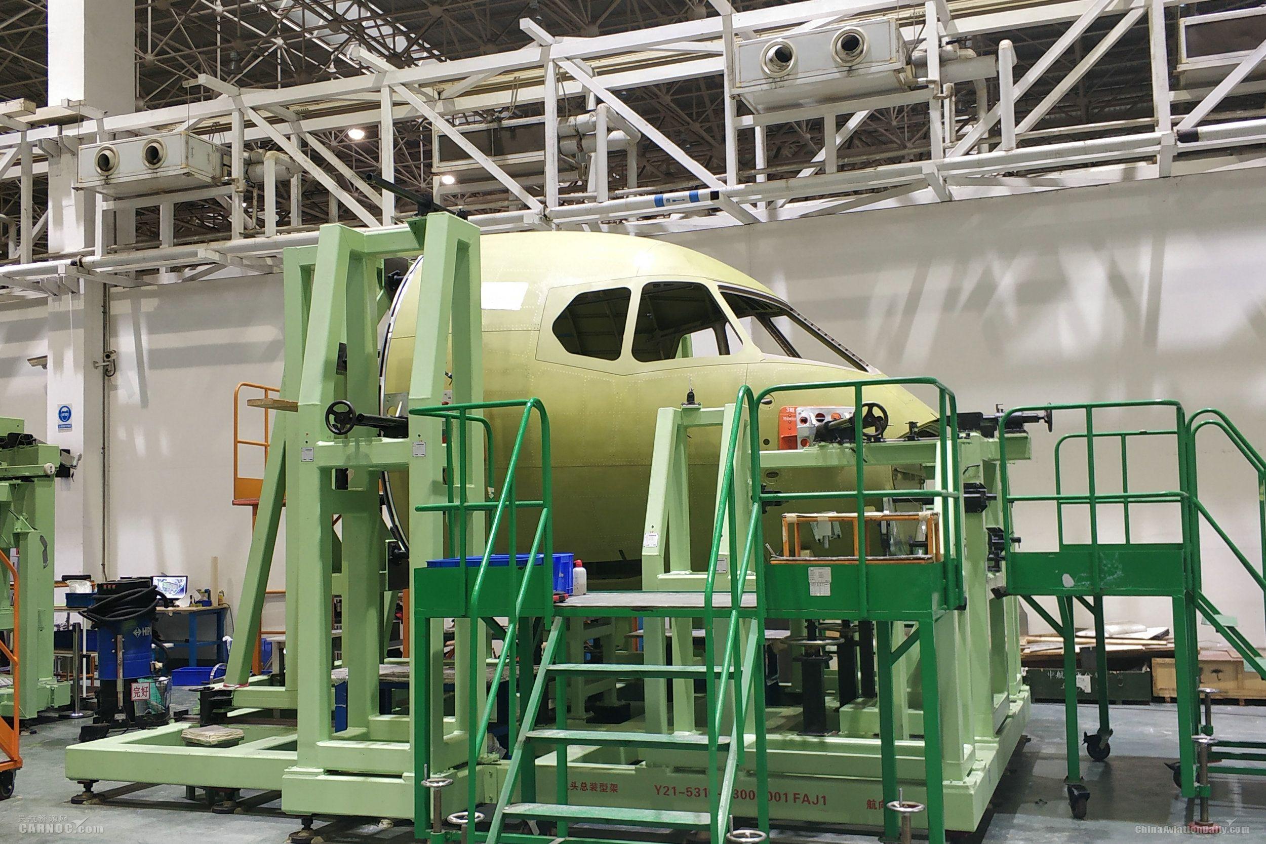 新舟700飞机机头大部件总装下线 摄影:夏毅
