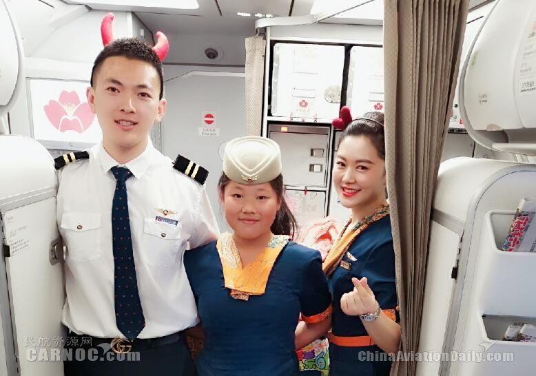 青岛航空趣味儿童节  小旅客体验当空姐