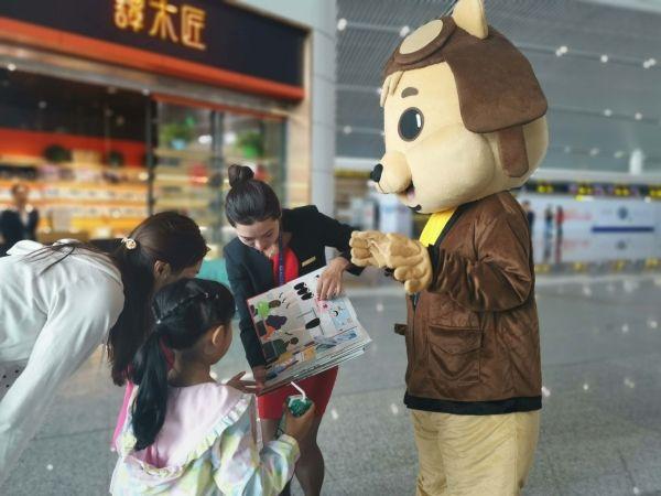 """深航商旅""""雁阵""""服务品牌开展儿童节系列活动"""