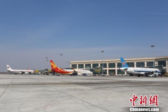 """""""端午""""小长假哈尔滨机场运送旅客15.9万人次"""