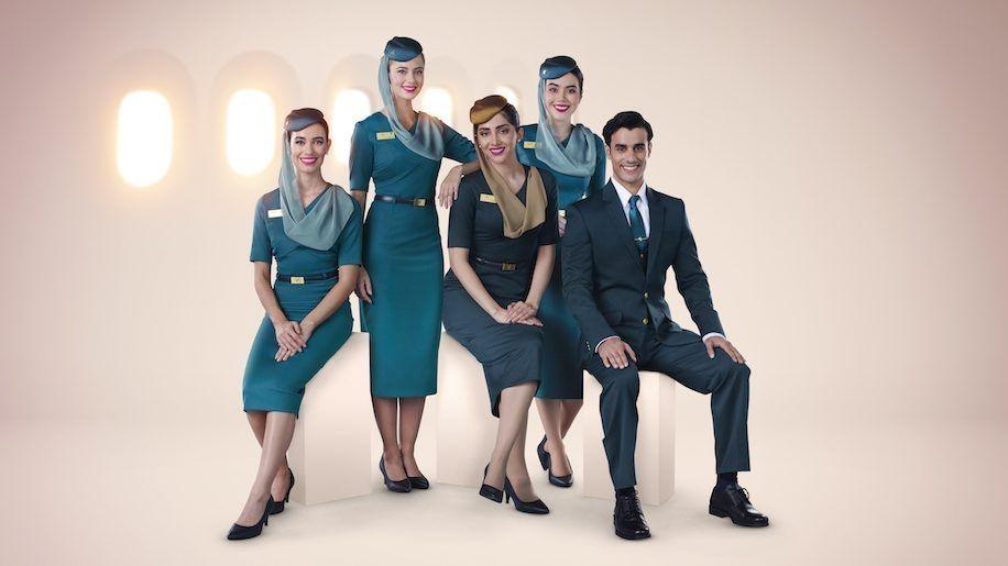 阿曼航空推出机组新制服