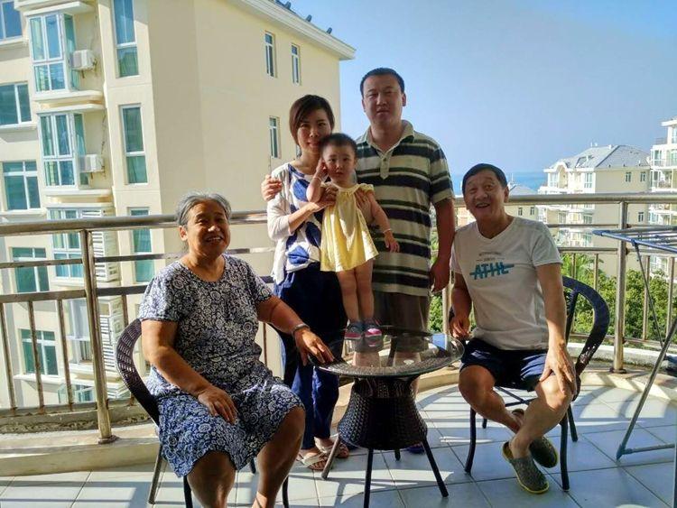 让蓝天白云和我一起祝福您:父亲节快乐!