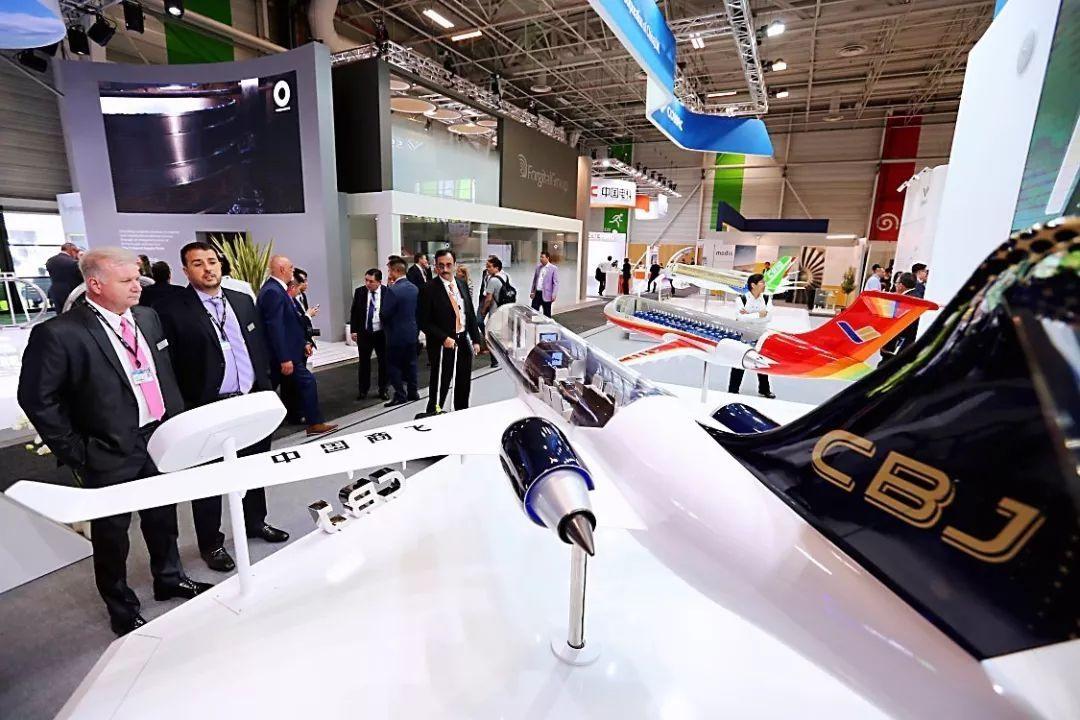 """巴黎航展:""""中国制造""""广受好评 航空产品受各方关注"""