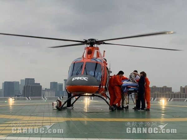 长宁地震一危重伤员搭乘医疗直升机转成都就医