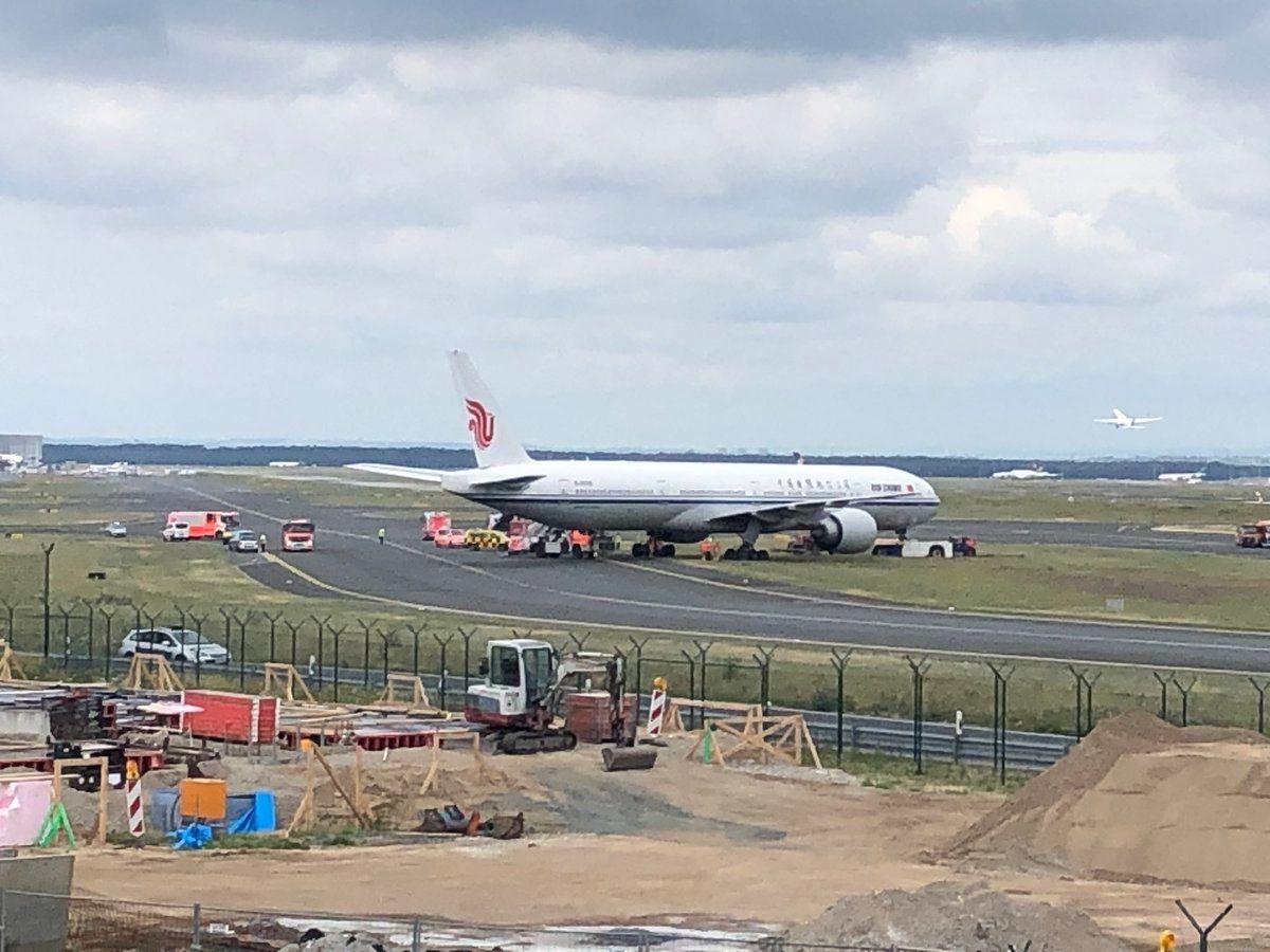 法兰克福机场客机偏出滑行道或系拖车司机心肌梗塞