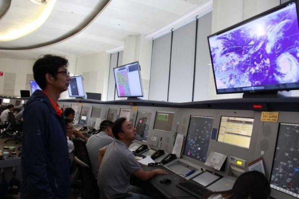西北空管局区域管制中心保障雷雨季航班安全运行