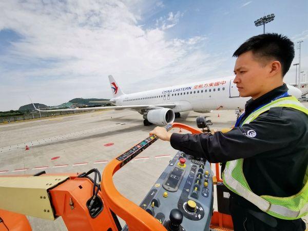 高阳:东航技术杭州飞机维修车间最年轻放行人员