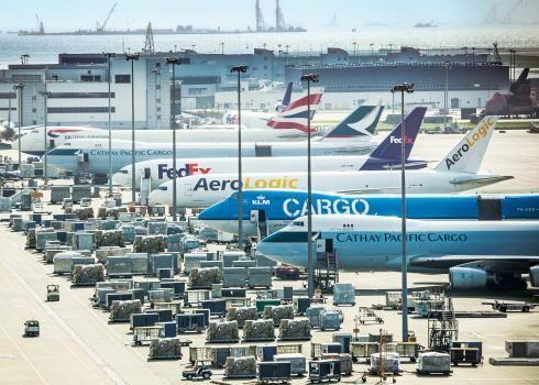 """香港机管局研""""智能机场""""无人驾驶牵引车已实地测试"""