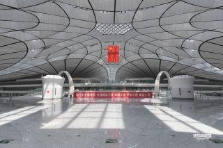 提前探访北京大?#26031;?#38469;机场 内部装饰基本完工