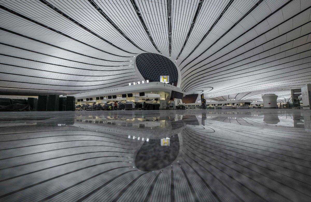 """pk10网址图片 北京新机场亮起来了!几万盏灯点亮""""凤凰"""
