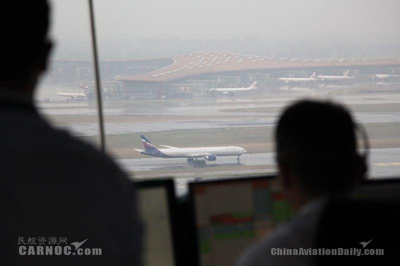 首都机场今明两天将迎中到大雨 已取消航班74架次