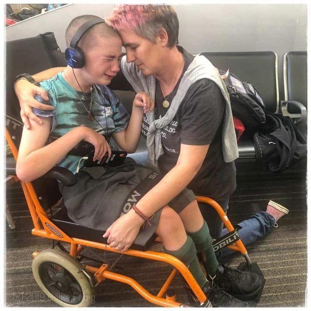 捷星航空强迫12岁残疾儿童从轮椅上下来 称登机口附近没有电梯