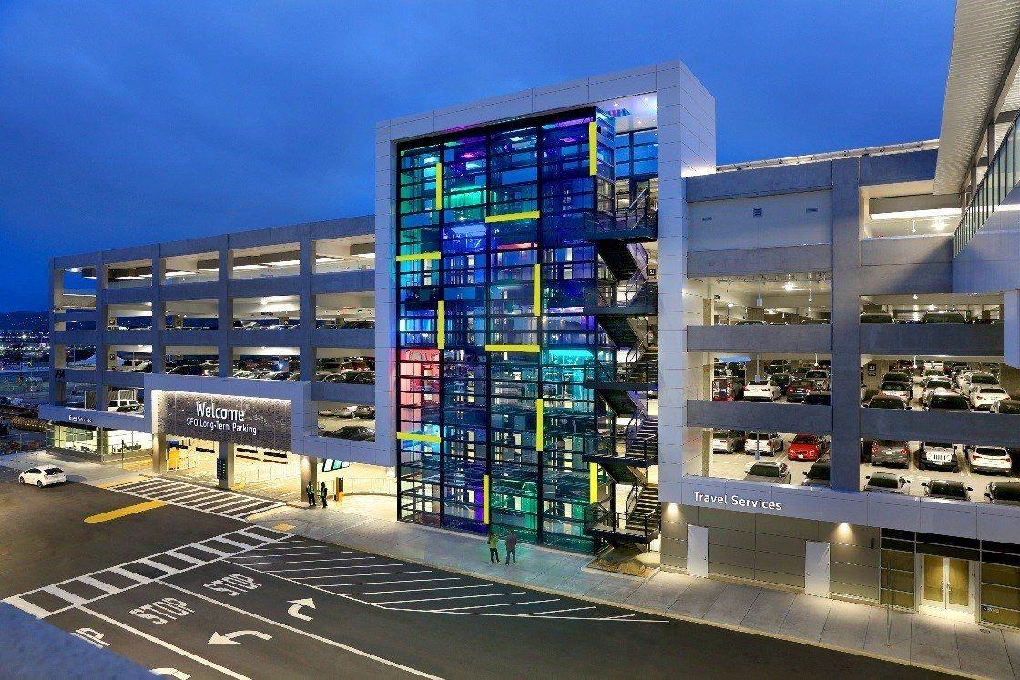 旧金山国际机场启用新共乘车停车场 有助于缓解交通压力