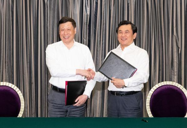 加快国际航运中心和航空枢纽建设 上海与民航局签约