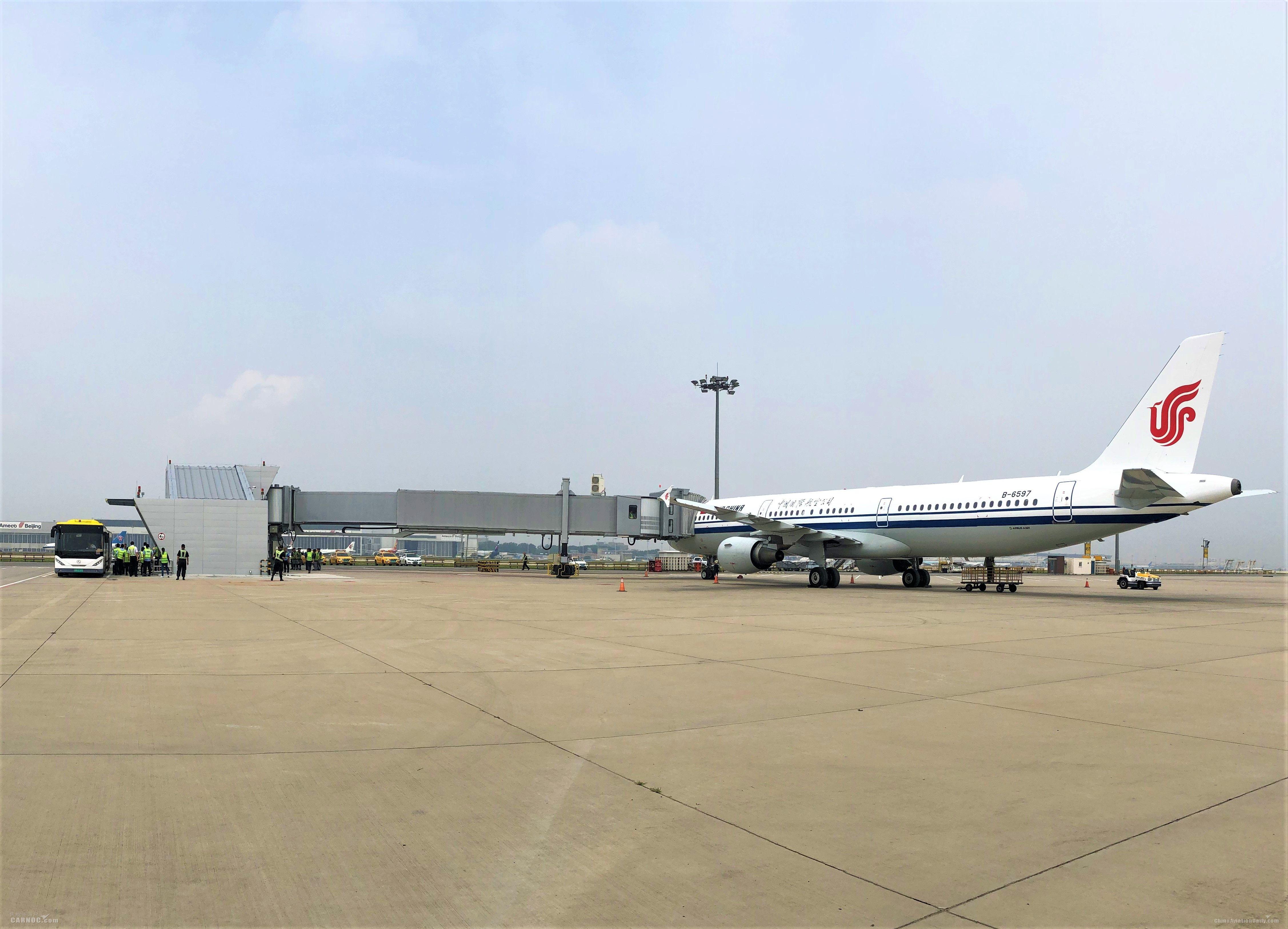 首都机场首座远机位登机桥建成并试运行