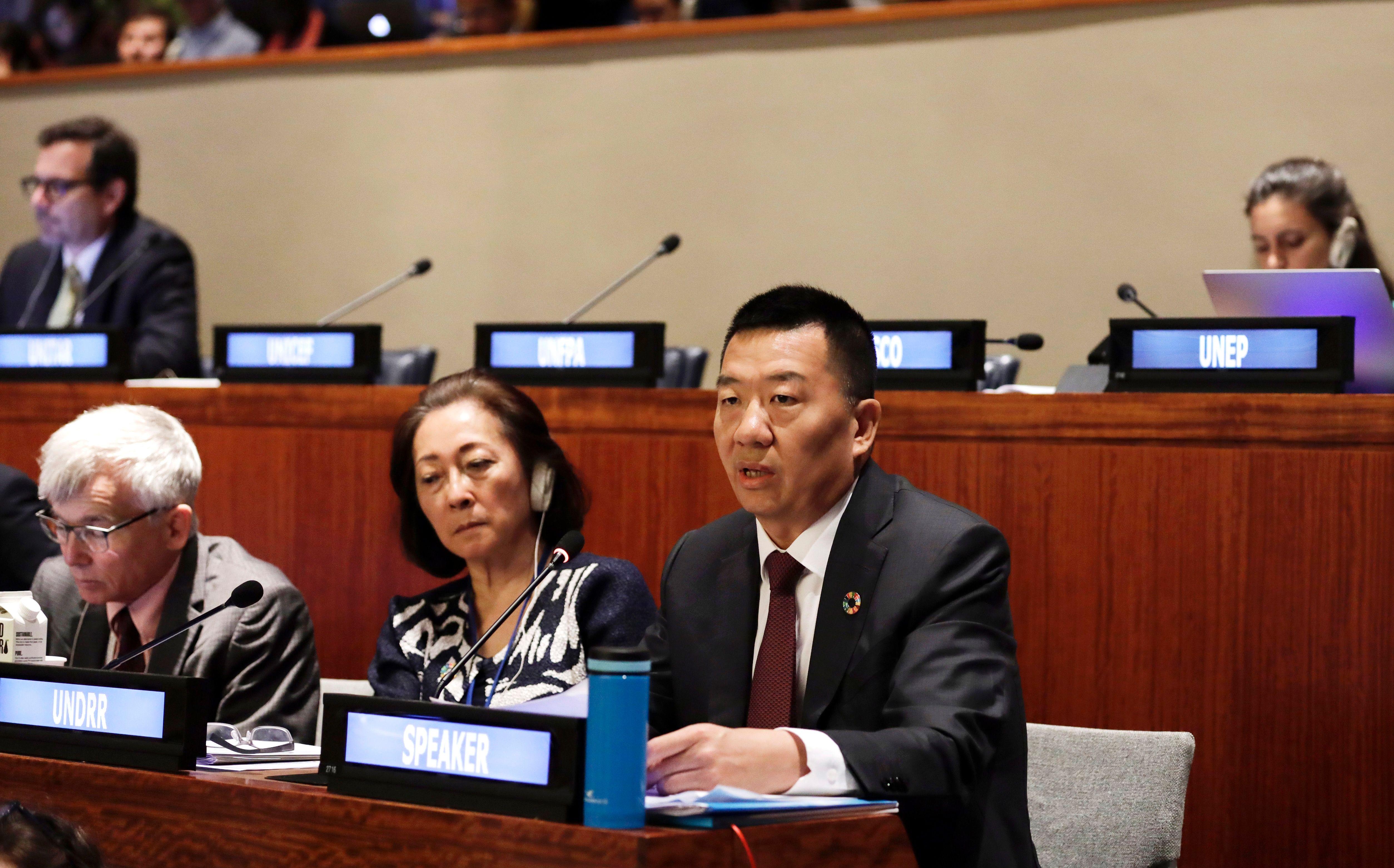 当地时间7月12日,厦航党委书记、董事长赵东在联合国可持续发展高级别政治论坛(HLPF)气候行动会议上发言  摄影/新华社李木子