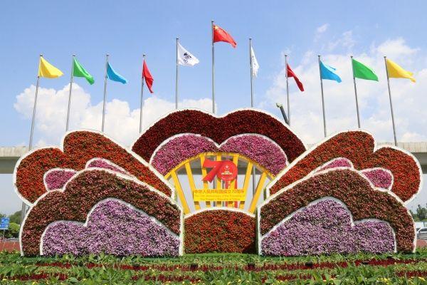 呼和浩特机场布设园林景观为祖国70华诞献礼