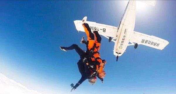 GA8飛機開進高原開啟貴州省首家高空跳傘營地