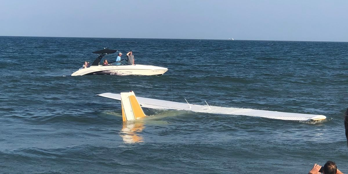 美一架轻型飞机引擎出故障迫降海上 飞行员生还