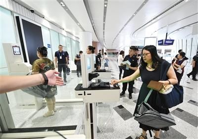 """大興機場首次大考""""旅客""""刷臉值機"""