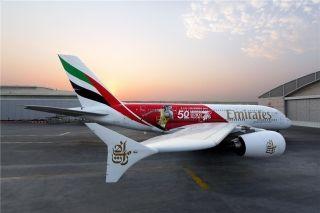 阿联酋航空A380新彩绘 庆祝迪拜七人制橄榄球队50周年