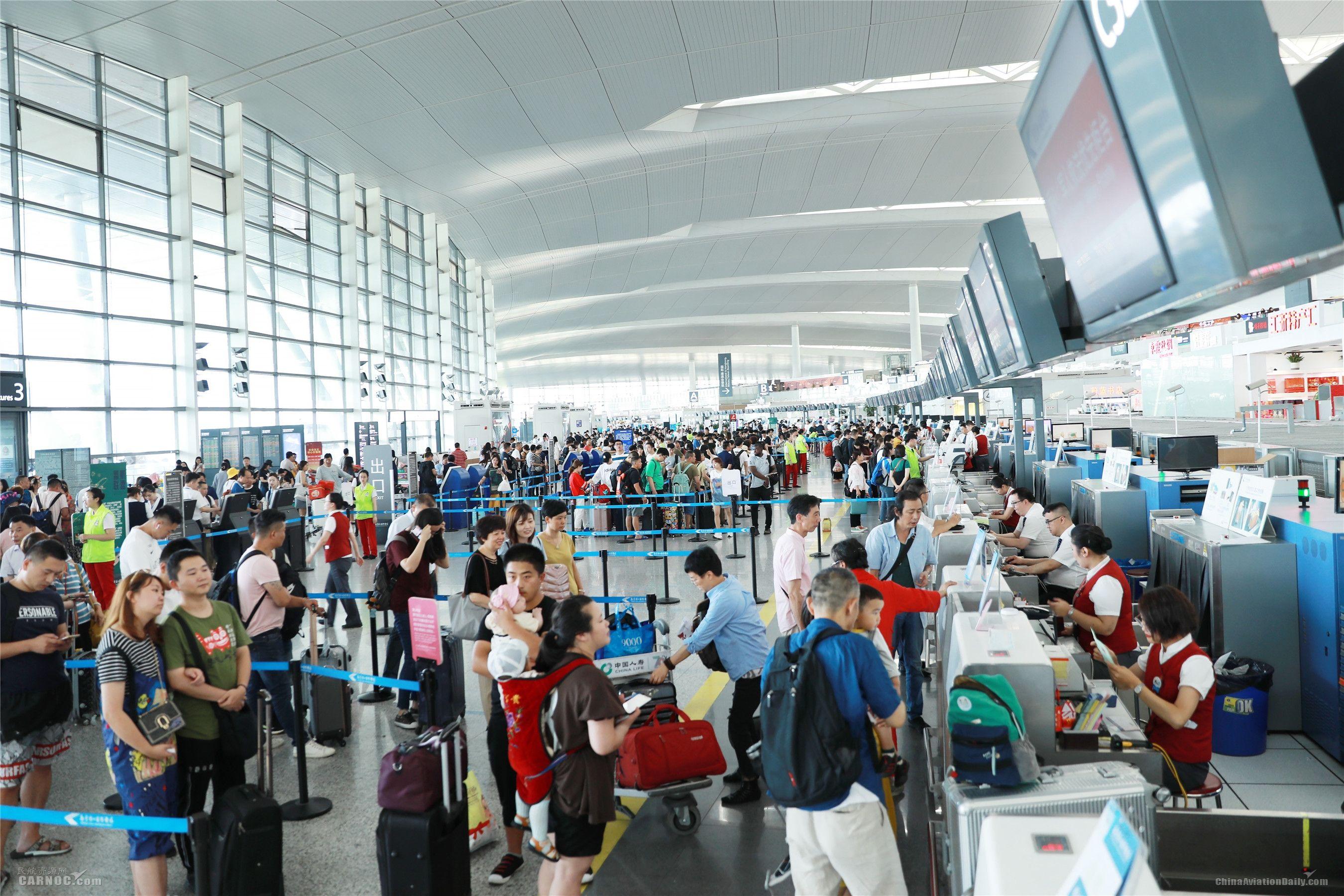出行热情与温度齐涨  南京机场渐入暑运高峰