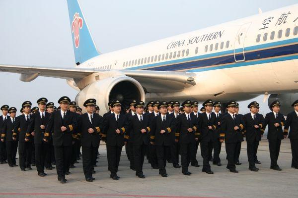 南航新疆分公司28名飞行人员获安全飞行奖章
