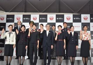 日本航空发布新制服 首次为女性乘务员提供裤装