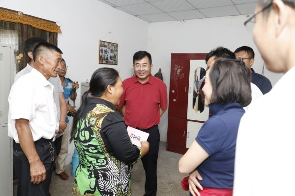 川航赴越西县调研脱贫攻坚 与西昌市政府签署合作协议