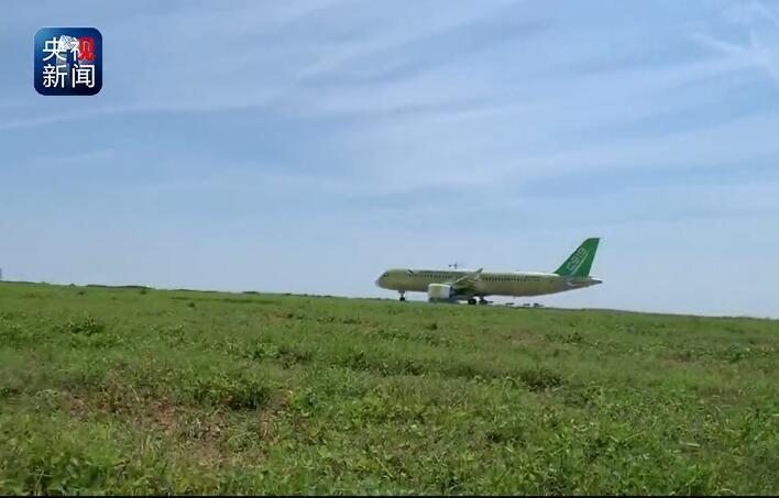 视频 C919大型客机104架机完成中、高速滑行试验