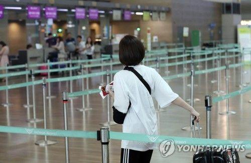 韩国仁川机场,办理赴日航班手续的游客寥寥无几(韩联社)