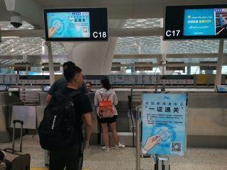 """告别登机牌!深圳机场实现国内航班""""一证通关"""""""