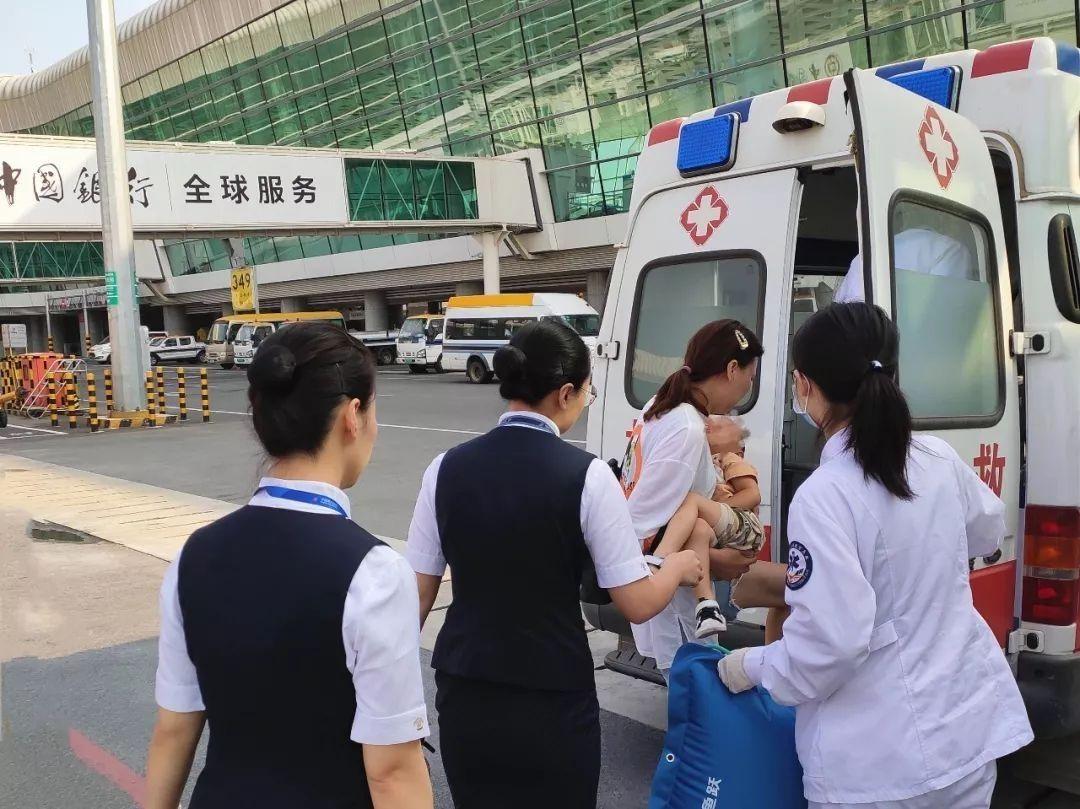 武汉至银川飞机上3岁男童心跳骤停 飞机果断返航