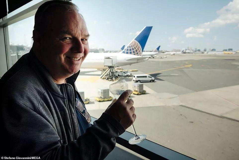 一年250天坐飞机 硬生生坐成了超级VVVVIP!